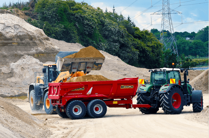 Why tractor trailers are better for earthmoving
